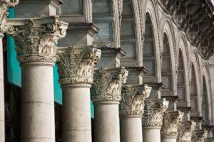 thuc cot trong kien truc co dien 7 300x200 - 3 thức cột cơ bản trong kiến trúc cổ điển: Doric, Ionic, Corinth
